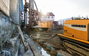 Il nuovo mezzo per fondazioni speciali LRB 355 a marchio Liebherr a lavoro per l´impresa di costruzioni Hilti & Jehle