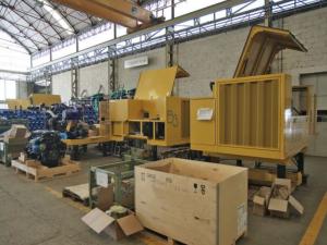 Le unità diesel con la relativa trasmissione idraulica equipaggiata con tecnologia load-sensing sono assemblate in un'unità parallela alla linea principale di montaggio. Nel 2017 alla produzione di unità diesel tradizionali sarà affiancata quella di unità ibride
