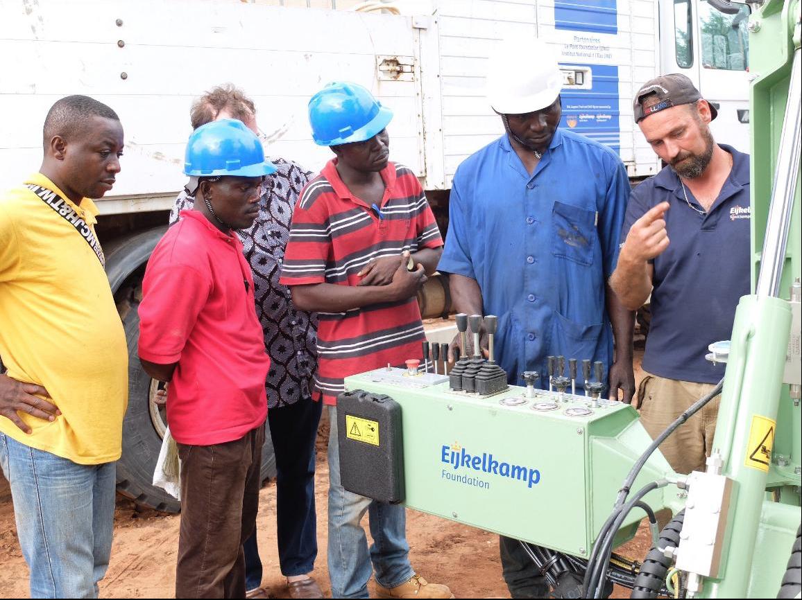 FRASTE CON GLI IMPRENDITORI D'ACQUA DELLA EIJKELKAMP FOUNDATION - Perforare - Benin Eijkelkamp Foundation FRASTE imprenditori d'acqua progetto - Aziende News Perforazioni