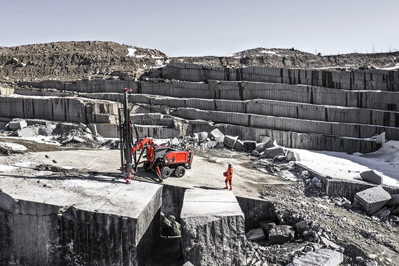 COMMANDO ™ DC300Ri: NUOVA PERFORATRICE MULTIFUNZIONE DA SANDVIK - Perforare -  - Industria estrattiva Infrastrutture Macchinari per cave Perforazione in roccia
